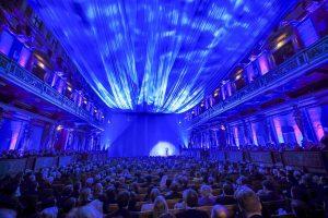 Erste Musikverein blau verhüllt Credit Daniel Hinterramskogler 300x200