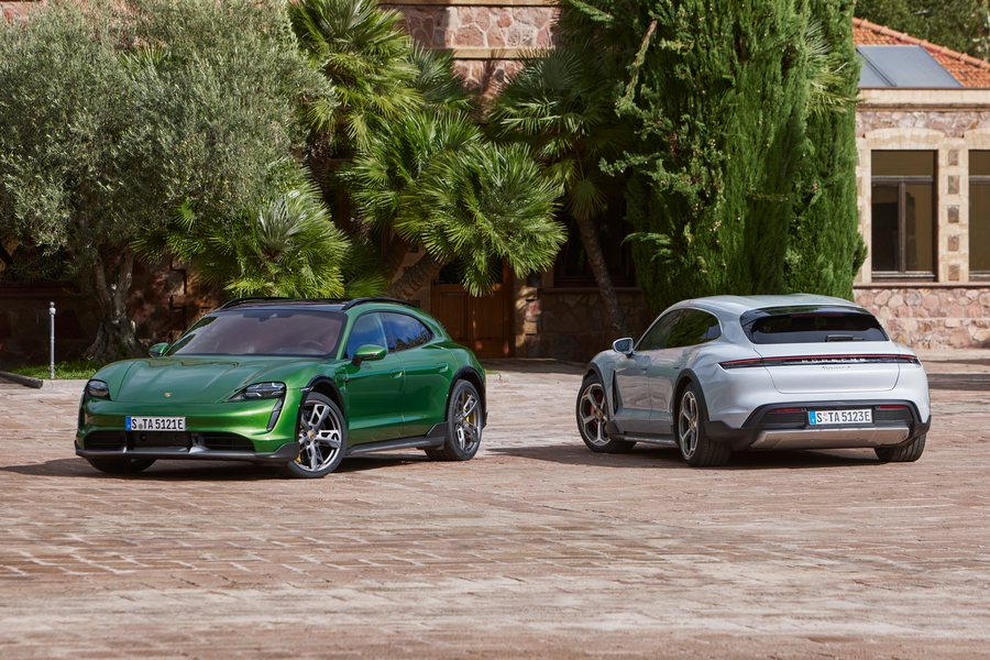 Taycan Turbo S und 4S Cross Turismo Credit Porsche